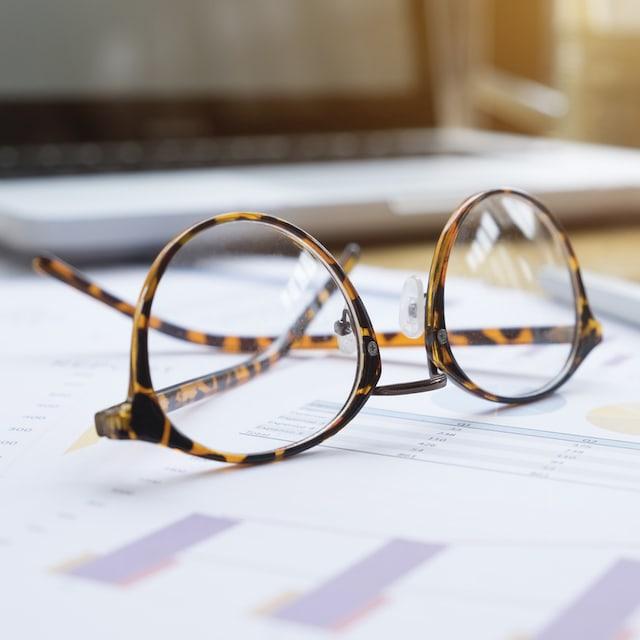 Brille auf Formular